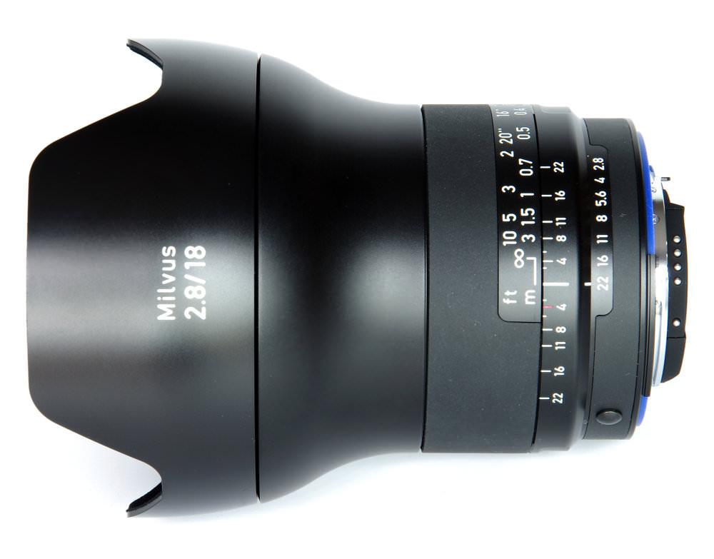 Zeiss Milvus 18mm F2,8 Top View With Hood