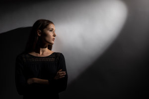 8 Top Portrait Photography Tips That Use Just One Light