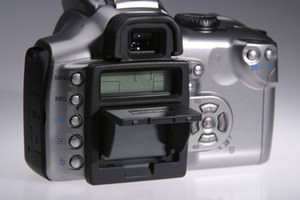 Hoodman introduce FlipUp LCD Cap for digital SLRs