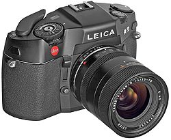 Leica M7 and R9 now available as a set with a standard lens