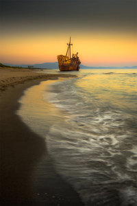 Atmospheric Dusk Shipwreck Awarded POTW Accolade