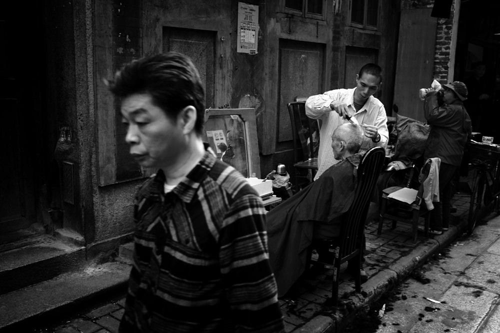 Barber Bart : Street barber: Bart Brouwer/Photocrowd.com