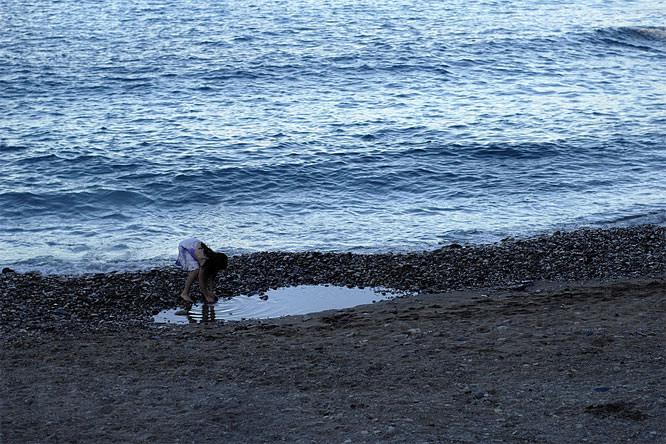 Ben Evans girl on beach