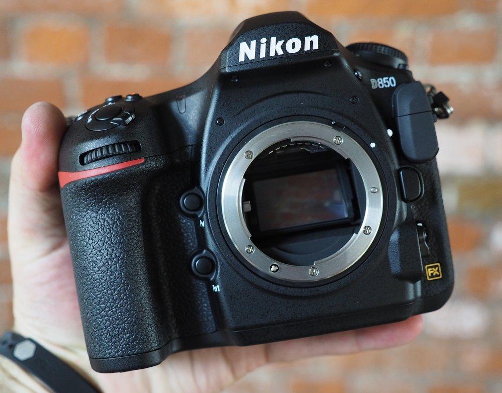 Nikon D850 Front1