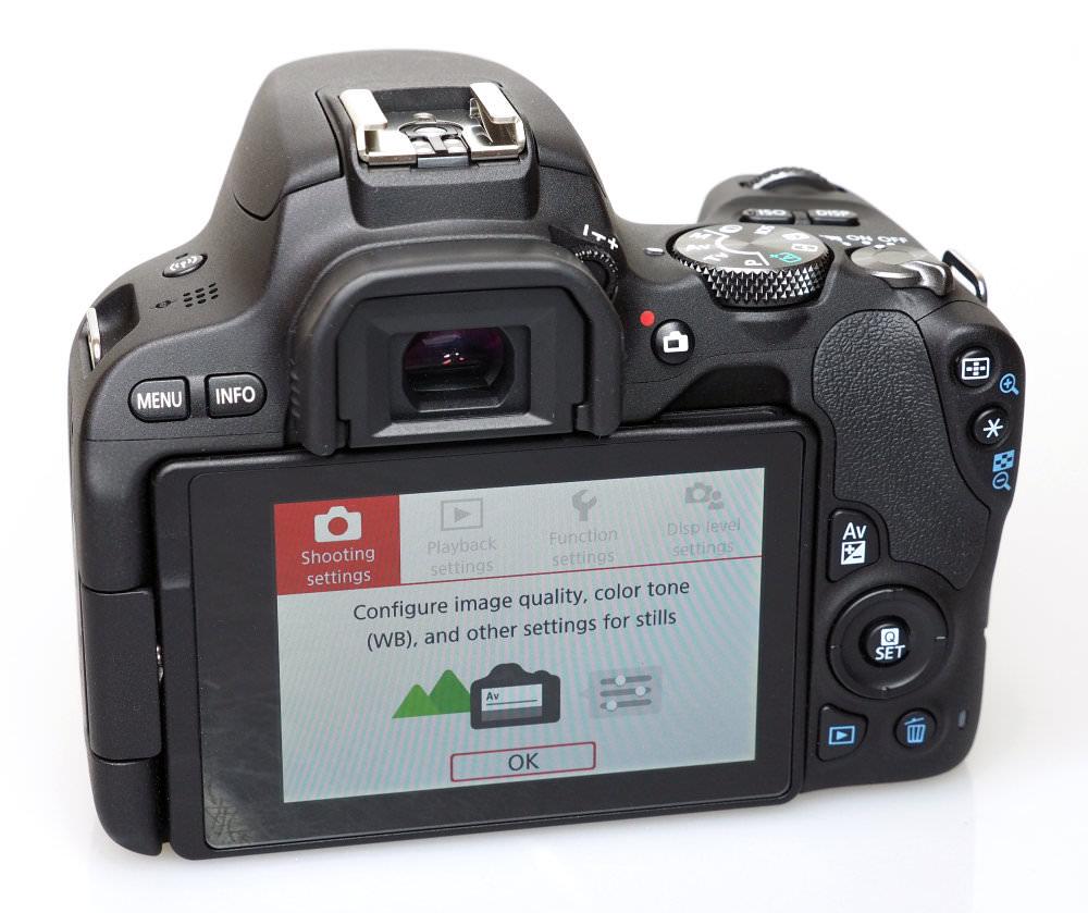 Canon EOS 200D Black (1)