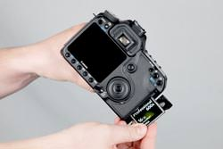 Canon EOS 50D inserting the card