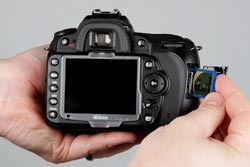 Nikon D90 inserting the card