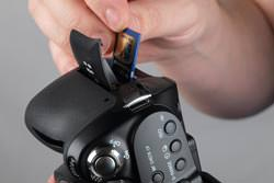 Sony Alpha A500 inserting the card