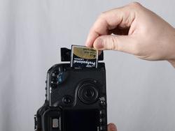 Canon EOS 50D vs Pentax K-7: Canon card in