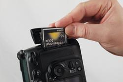 Nikon D700 inserting the card