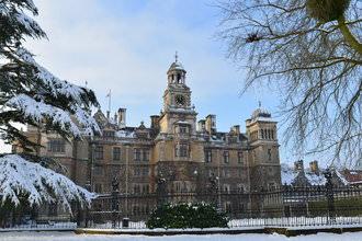 Snow Scene Thoresby Hall Clock | 1/200 sec | f/8.0 | 35.0 mm | ISO 100