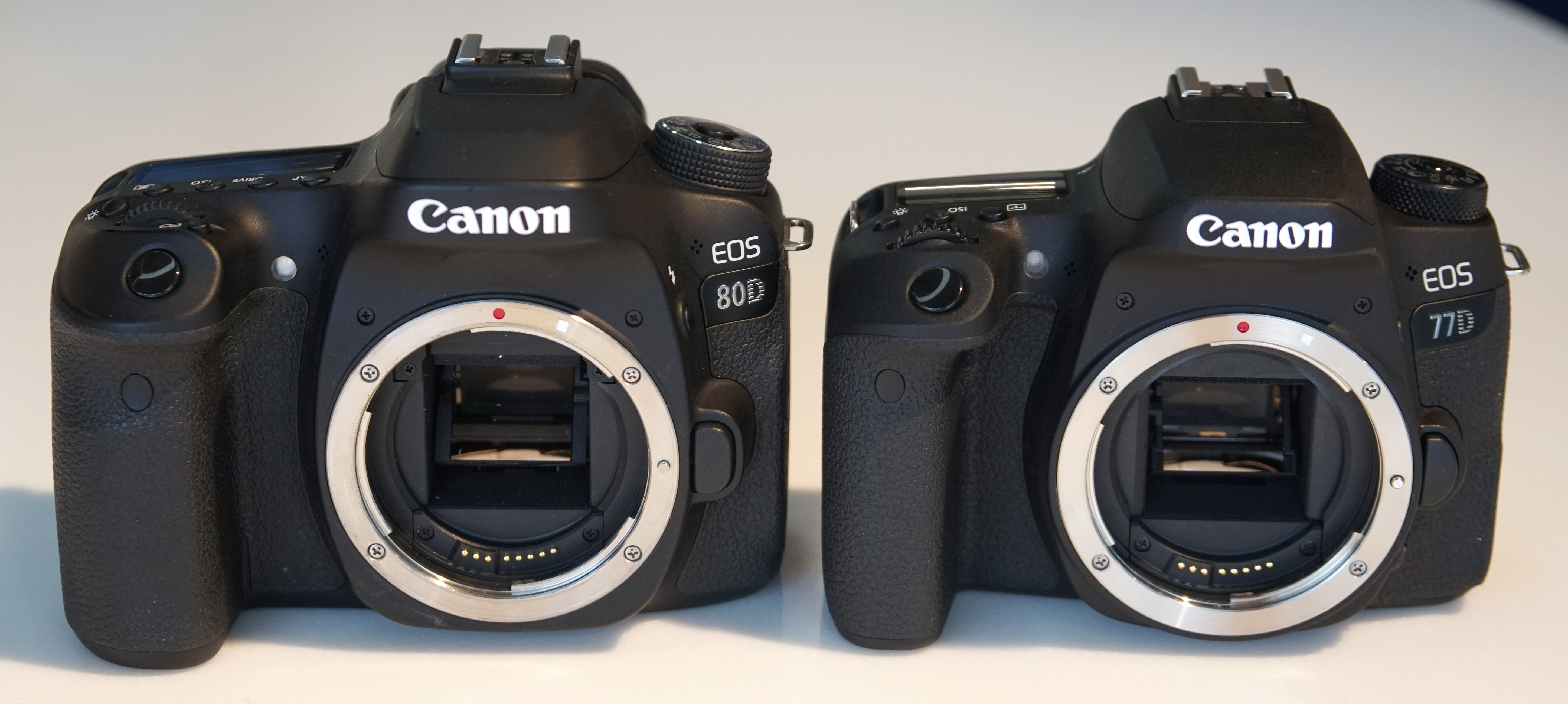 how to turn on lcd screen on canon 80d