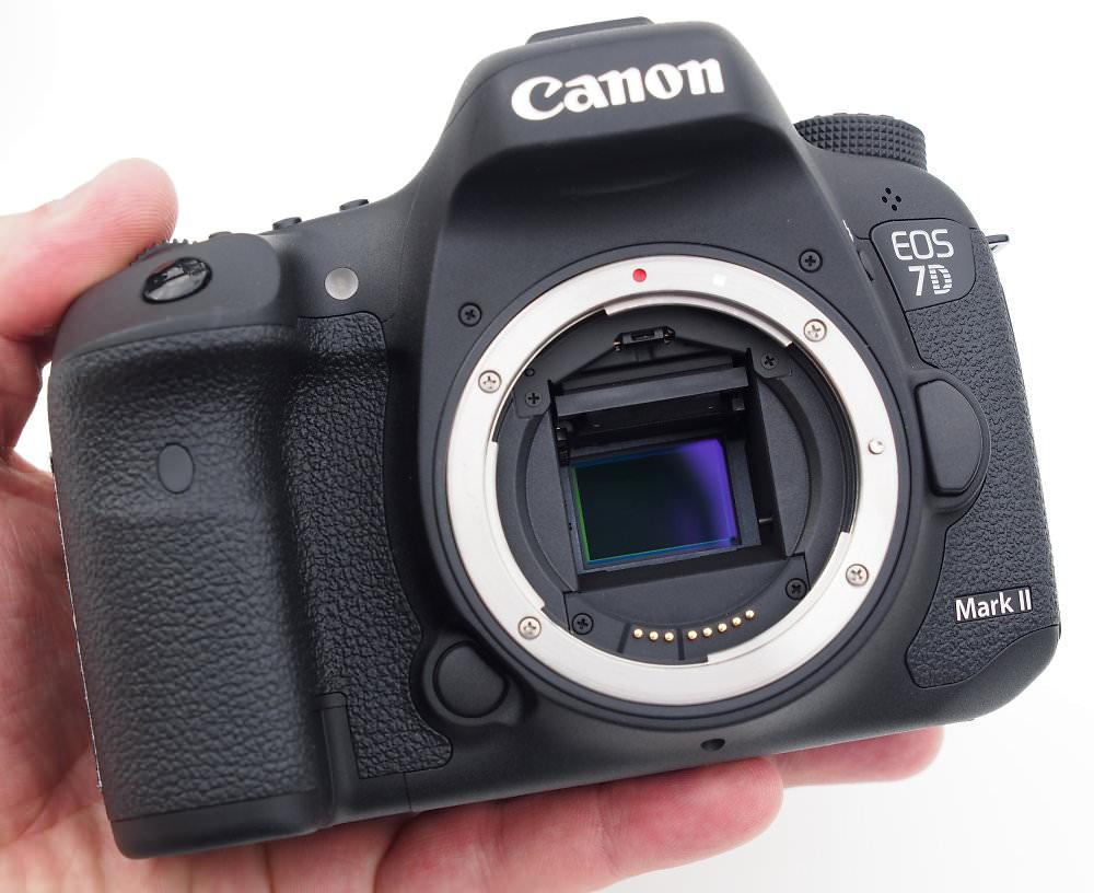 Canon EOS 7D Mark II Front (1)