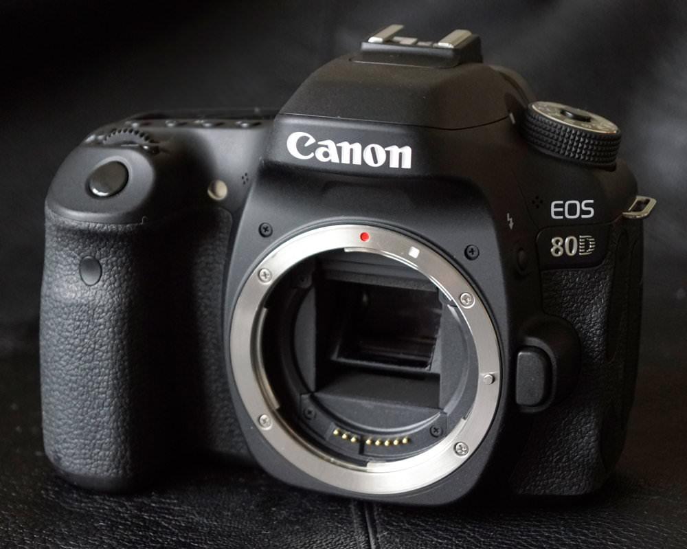 Canon EOS 80D (2)