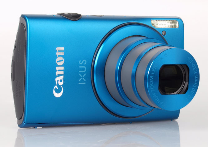 Canon IXUS 230 HS Lens Extended