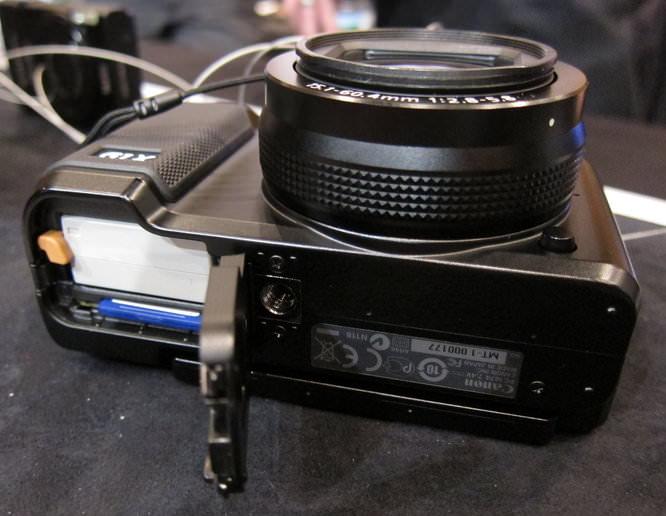 Canon Powershot G1 X Bottom