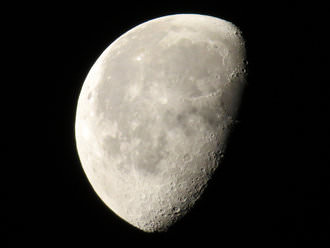 Moon | 1/320 sec | f/6.5 | 215.0 mm | ISO 500