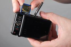 Casio Exilim EX-H10 inserting the card