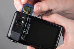 Kodak Easyshare Z950 inserting the card