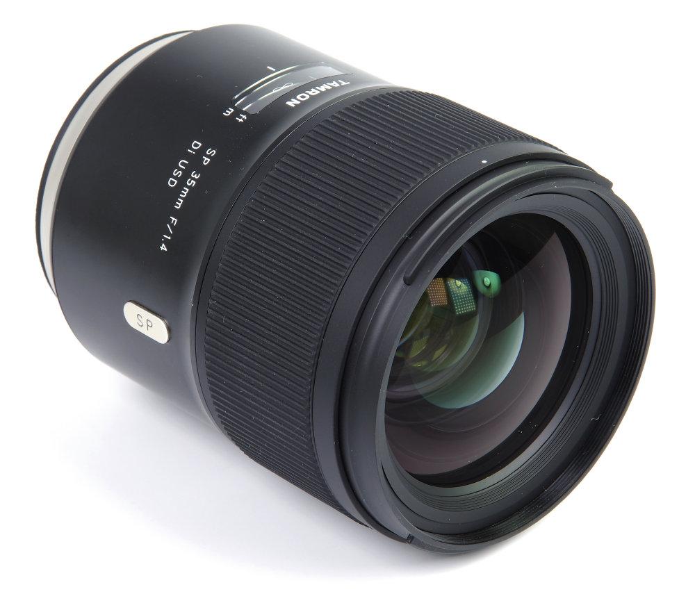 Tamron 35mm F1,4 Front Oblique View