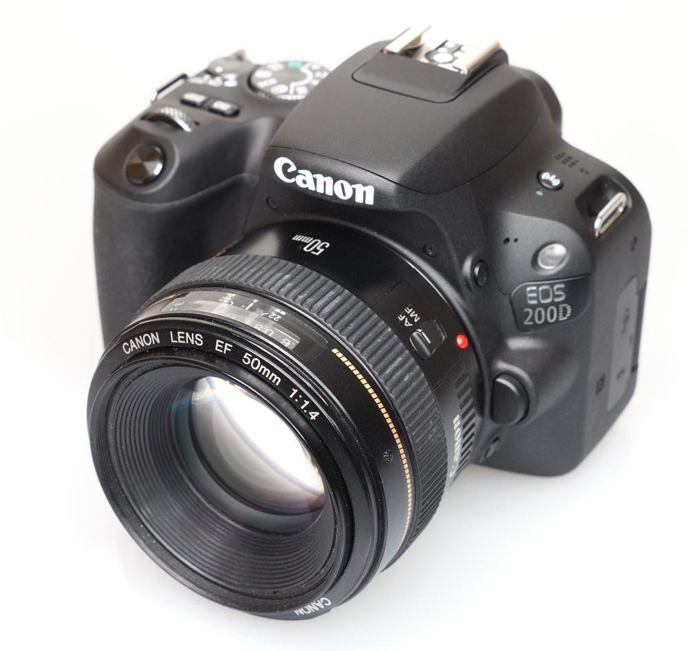 Canon EOS 200D Black (2)