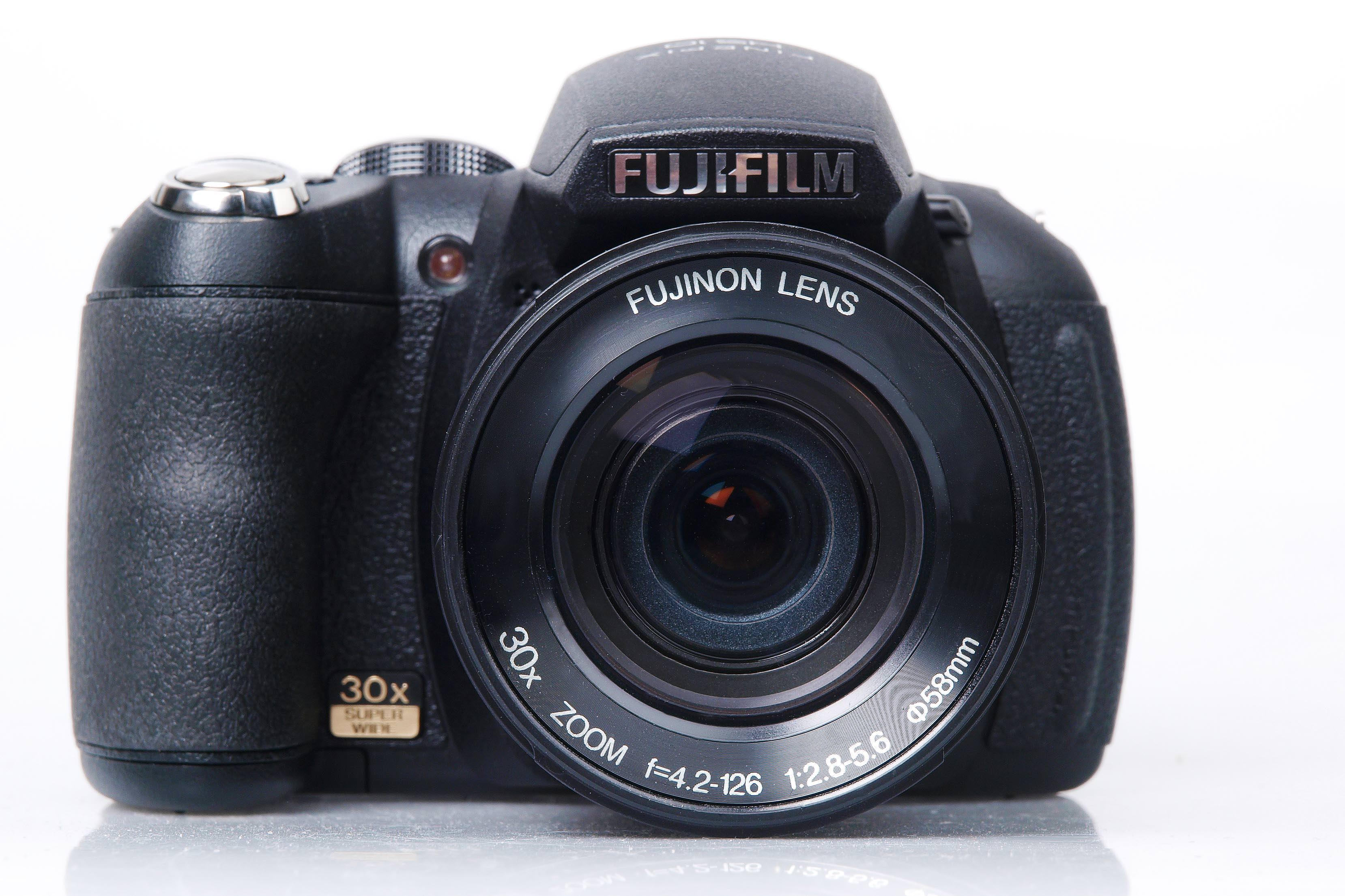 http://www.ephotozine.com/articles/fujifilm-finepix-hs10-13479/images/fujifilm_finepix_hs10_front.jpg