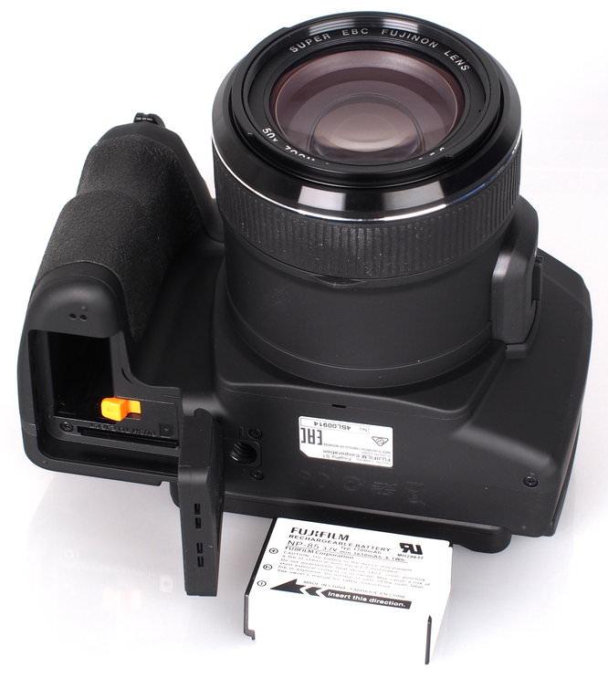 Fujifilm FinePix S1 Bridge Camera (13)