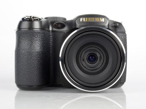 Fujifilm Finepix S2800HD front