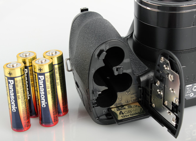 Fujifilm FinePix S2950 battery compartment