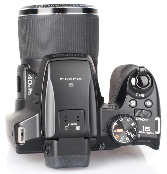 Fujifilm FinePix S8200 Black (8)