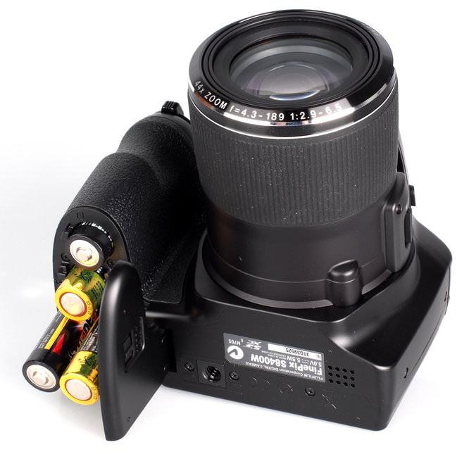 Fujifilm FinePix S8400W (10)