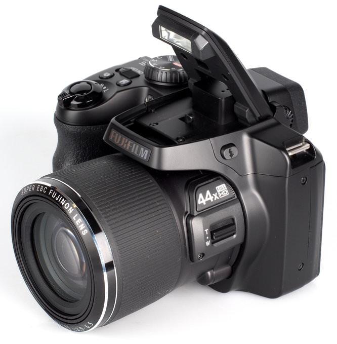 Fujifilm FinePix S8400W (4)