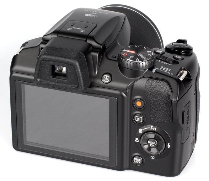 Fujifilm FinePix S8400W (6)