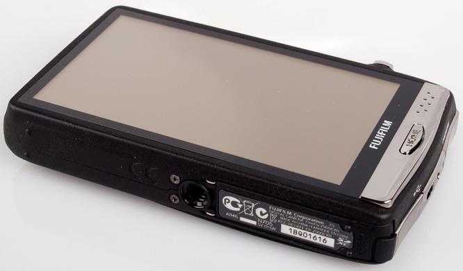 Fujifilm FinePix Z900 EXR rear