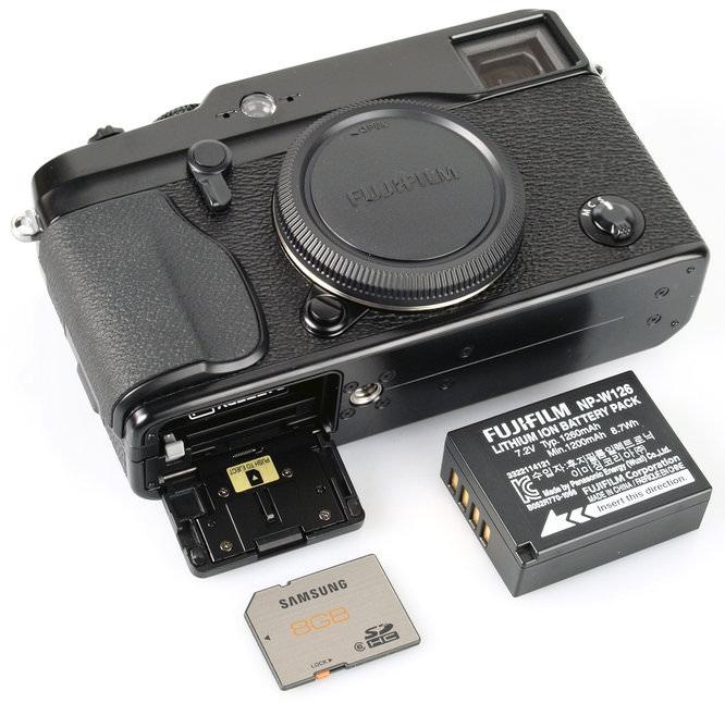 Fujifilm X-Pro1 Bottom