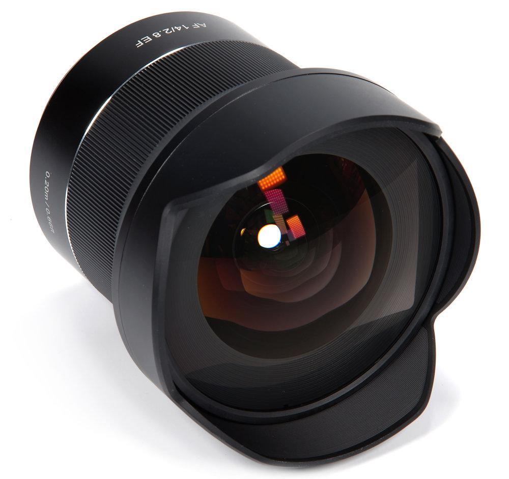 Samyang  Af 14mm F2,8 Ef Front Oblique View