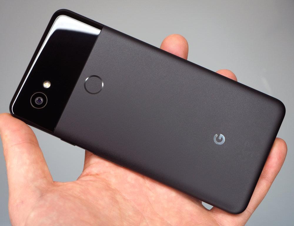 Google Pixel 2 XL In Hand (1)