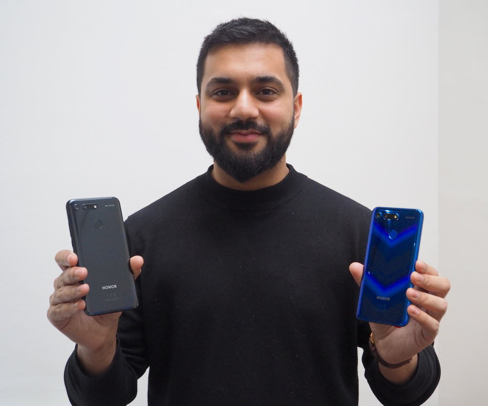 Honor View20 In Black And Sapphire Blue
