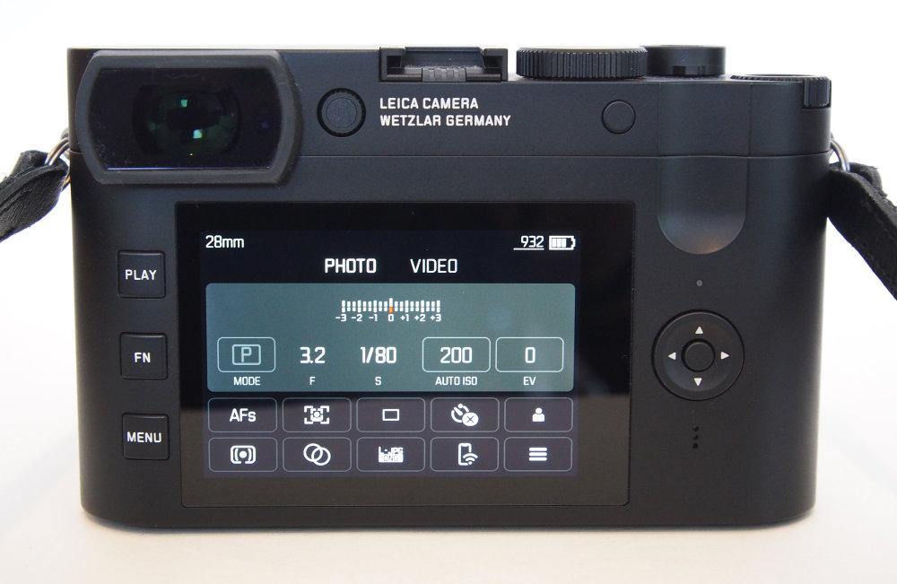 Leica Q2 Monochrom Touch Screen