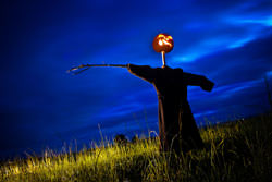 Light painting with Simon Plant. Painting a scarecrow