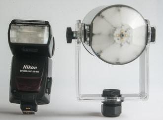 Splash Mono 40L compared with Nikon SB800 front view