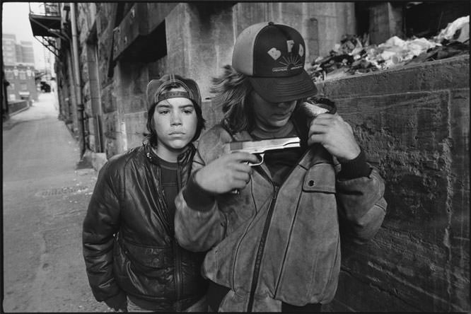 Mary Ellen Mark - ''Rat' and Mike with a Gun, Seattle, Washington, 1983'