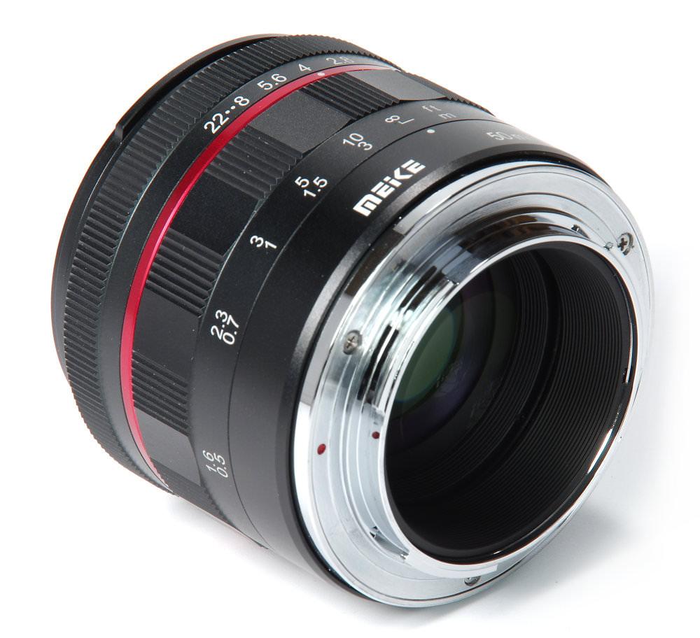 Meike 50mm F1,7 Rear Oblique View