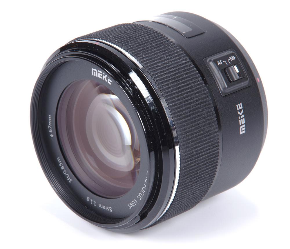 Meike Af 85mm F1,8 Front Oblique View