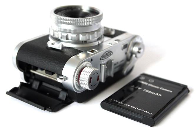 Minox Digital Classic Camera DCC 5.1 Side