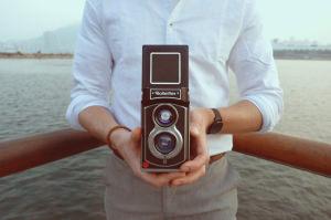 New Rolleiflex Kamera Instant Camera Featuring The Legendary Twin Lens Design