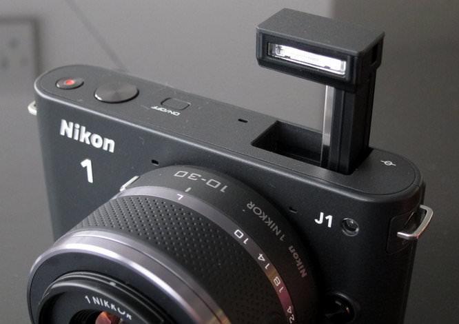 J1 Black, pop-up flash