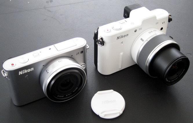 Nikon 1 J1 next to Nikon 1 V1