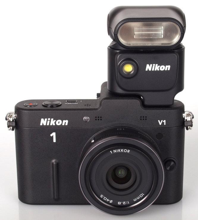 Nikon 1 V1 Black with Speedlight