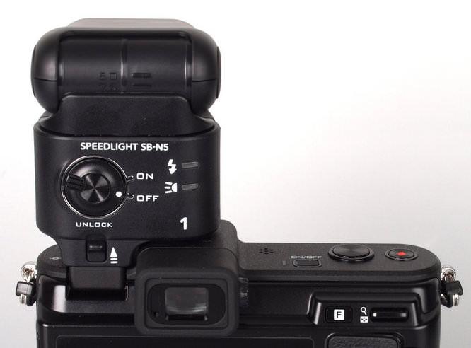 Nikon 1 V1 Speedlight Rear